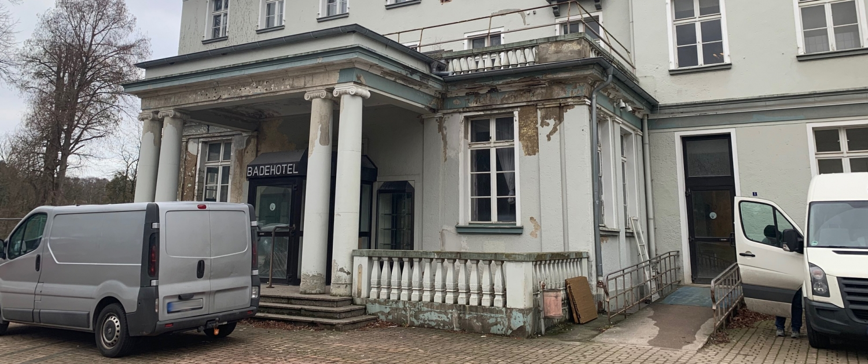 alter Eingang vom Badehotel, das jetzt das Altenheim in Bad Eilsen ist
