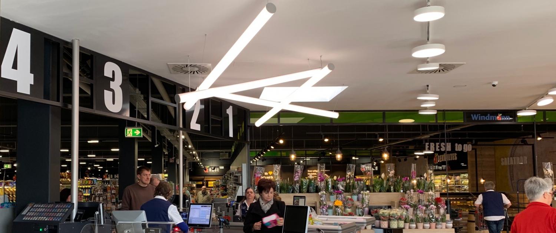 kreative Beleuchtung des Kassenbereichs bei Edeka Windmann