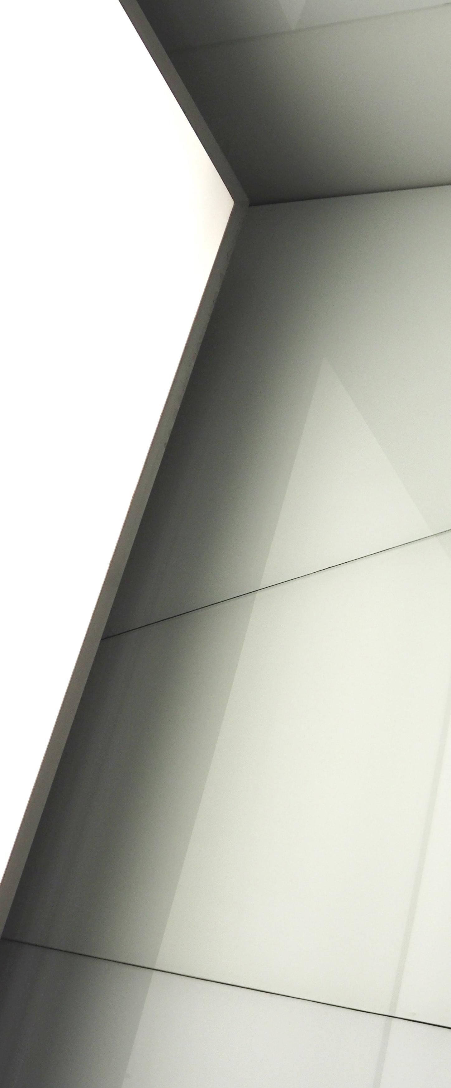 """Ausschnitt eines Architekturbildes, auf dem verschiedenen Linien zu sehen sind, für die Seite """"Werte"""""""